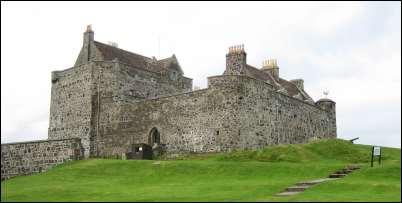 Duart castle photo